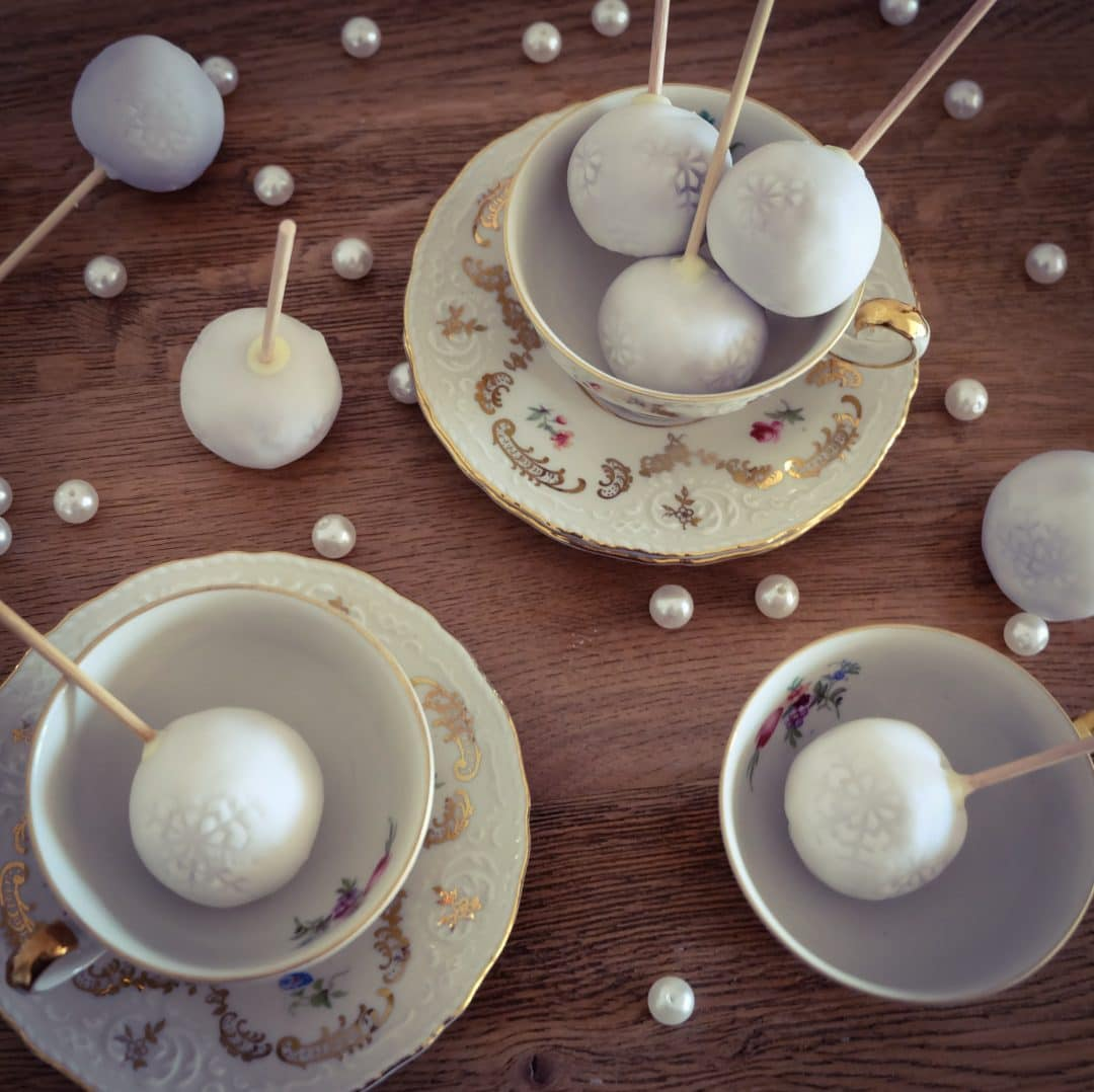 cakepops mit marzipan und lebkuchen cooking is love. Black Bedroom Furniture Sets. Home Design Ideas